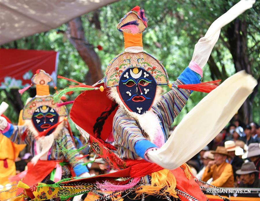 В Лхасе проходят конкурс и фестиваль тибетской музыкальной драмы
