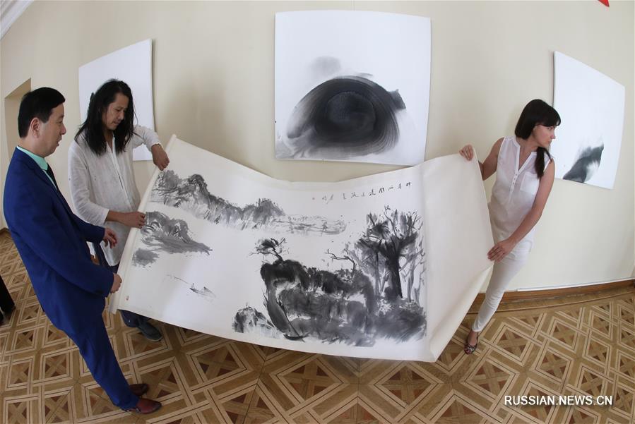 В Киеве открылась выставка китайского художника Чжэн Тайцзюня