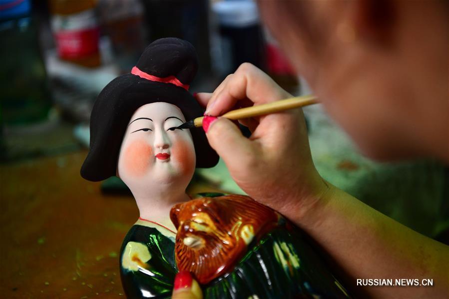 Танская трехцветная керамика в деревне Наньшишань провинции Хэнань