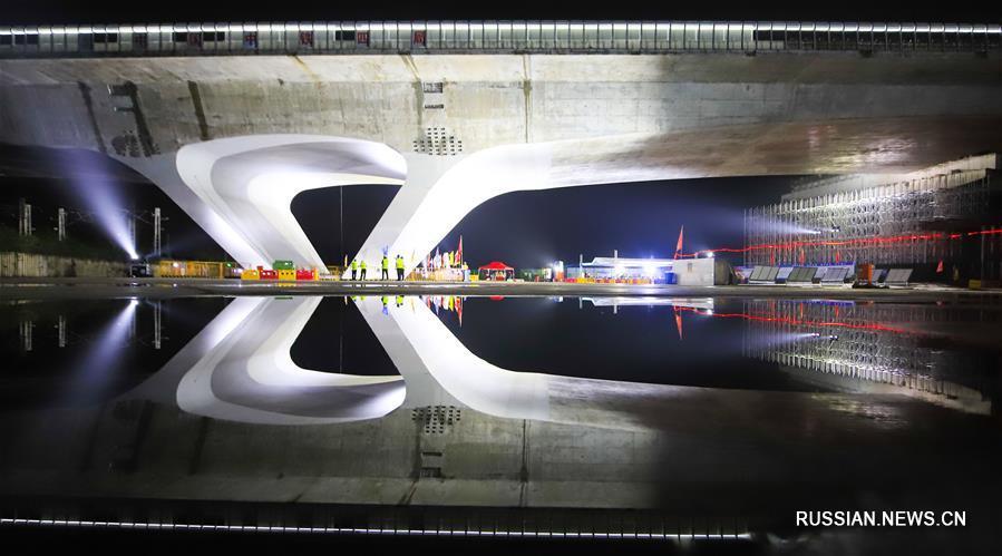 В Вэйфане произведен высотный разворот моста на строящемся скоростном шоссе