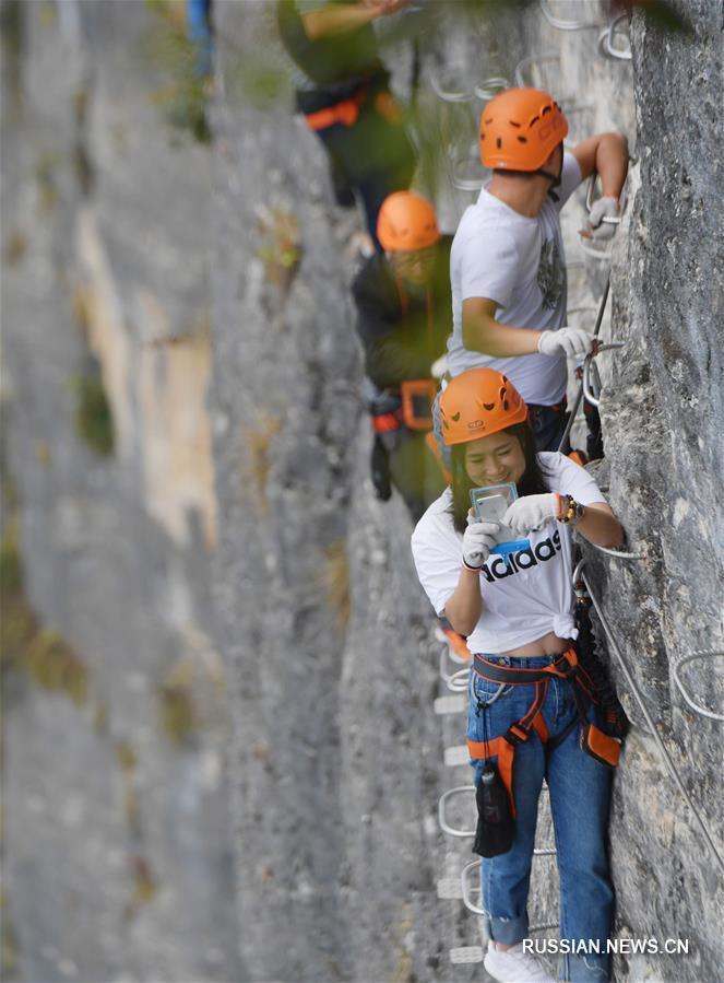 База скалолазного спорта в горах Цзигунлин провинции Хубэй