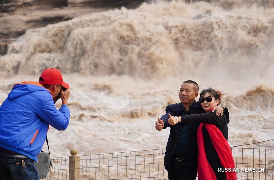 Водопад Хукоу после проливных дождей в верховьях Хуанхэ