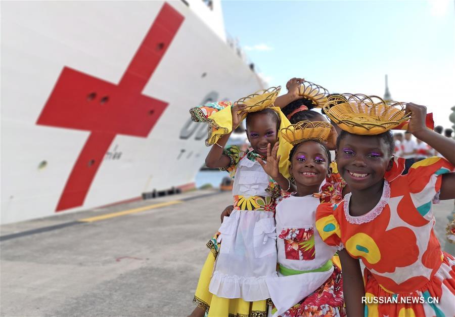 """Корабль-госпиталь ВМС НОАК """"Мирный ковчег"""" прибыл с дружественным визитом на Антигуа и Барбуду"""