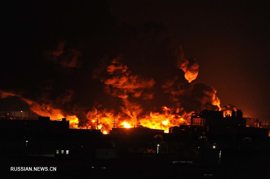 Пожар произошел на одном из складов в китайском городе Тяньцзинь