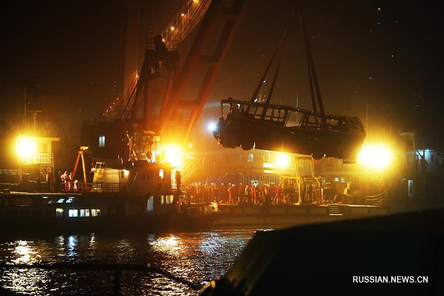 Найдены тела 13 человек, погибших в результате падения автобуса в реку Янцзы