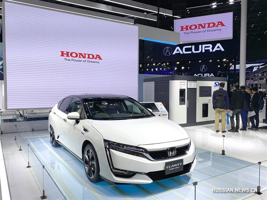 Автомобили на первом Китайском международном импортном ЭКСПО в Шанхае