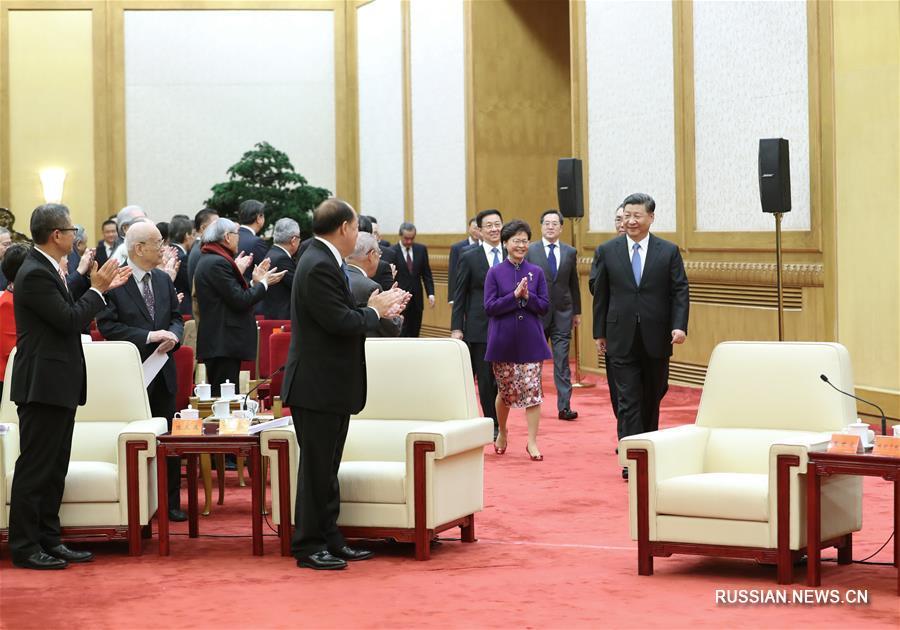 Си Цзиньпин встретился с делегацией представителей различных кругов общественности САР Сянган и Аомэнь
