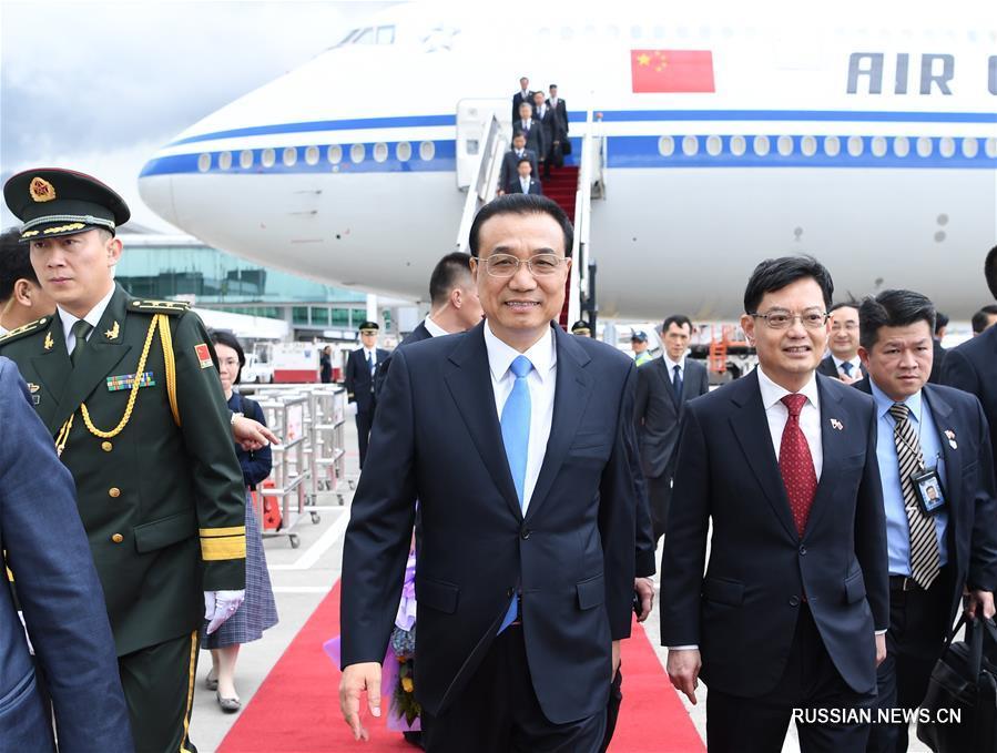 Премьер Госсовета КНР прибыл в Сингапур с визитом и для участия в ряде встреч руководителей по восточноазиатскому сотрудничеству