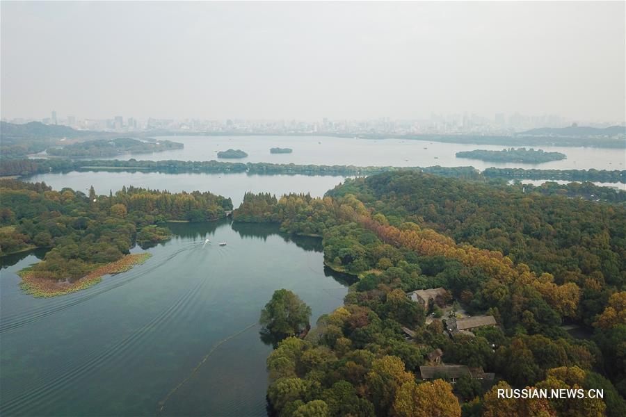 Конец осени на озере Сиху в городе Ханчжоу