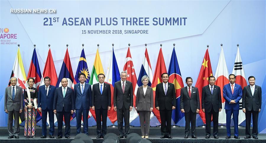 Ли Кэцян принял участие в 21-й встрече руководителей АСЕАН-Китай-Япония-Республика Корея