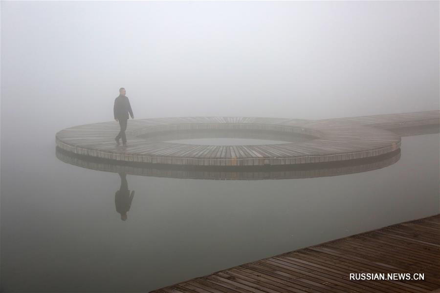 Центральные и восточные районы Китая окутаны сильным туманом
