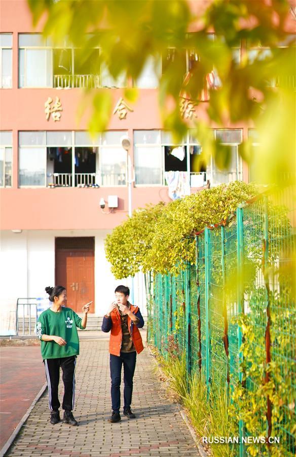 Цзэн Вэньпин -- учительница из Цзянси, которая работает с детьми с ограниченными возможностями