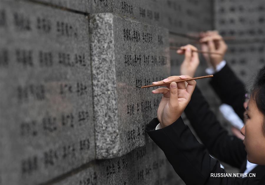 Чтобы память не стерлась: траурная акция в Музее памяти жертв массовой резни в Нанкине
