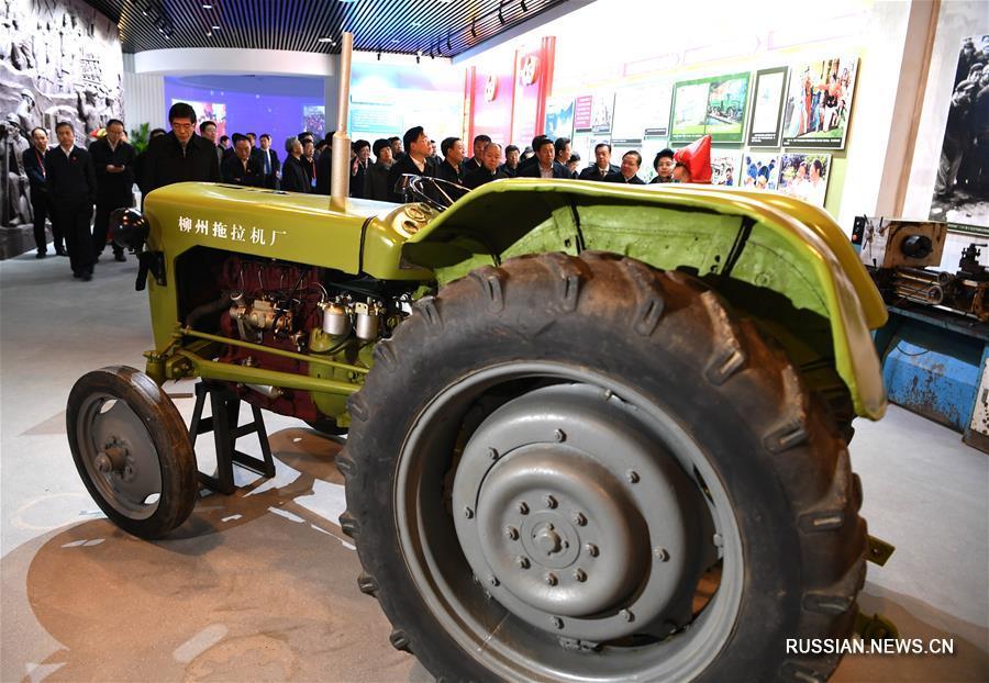 Стартовала выставка в честь 60-й годовщины основания Гуанси-Чжуанского автономного района