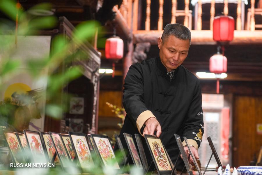 Мастер-кукловод Хэ Цзэхуа из провинции Аньхой: старинная традиция театра теней должна быть сохранена