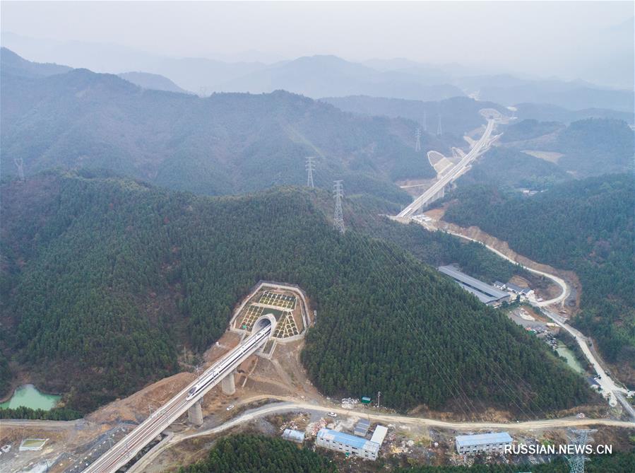 Скоростная железная дорога, связывающая восточнокитайские живописные города, сдана в эксплуатацию