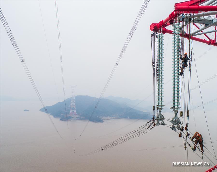 В провинции Чжэцзян закончили монтаж проводов между самыми высокими в мире опорами ЛЭП