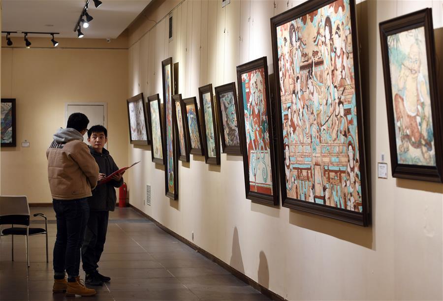 В Ланьчжоу открылась выставка картин российских художников, посвященных Дуньхуану