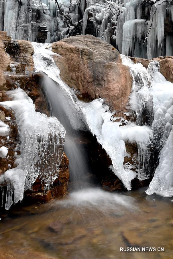 Замерзший водопад в провинции Хэнань