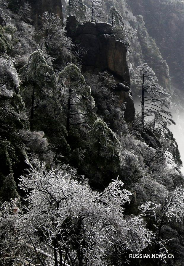 Гора Хуаншань в морозный день