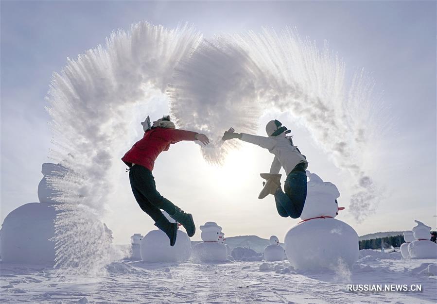 """""""Ледяные фейерверки"""" в уезде Мохэ на севере Китая"""
