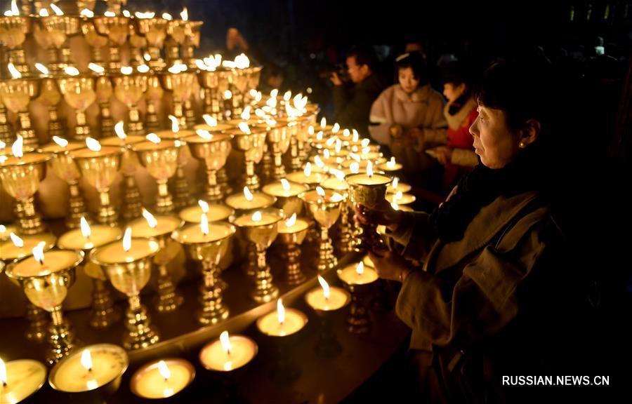 Жители и гости Сианя молятся о счастье и удаче в наступившем Новом году по лунному календарю