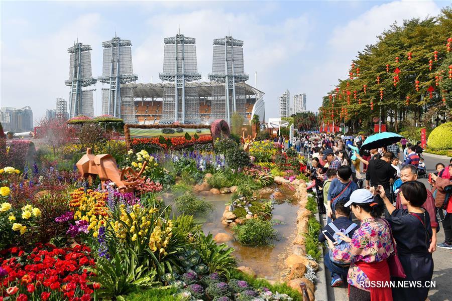 За дни праздничных каникул туристические объекты Гуанчжоу приняли почти 17 млн посетителей