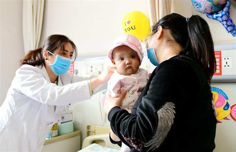 """Китайские врачи успешно выполнили пересадку печени полугодовалой """"малышке из пробирки"""""""