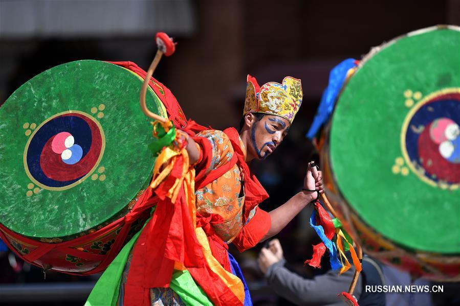 Ритуальные танцы в монастыре Гонггар Чеде