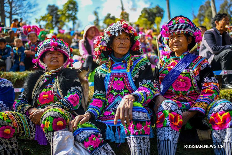 Конкурс ийских национальных костюмов в провинции Юньнань