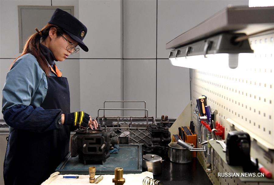Рабочий день в депо China Railway Zhengzhou Group