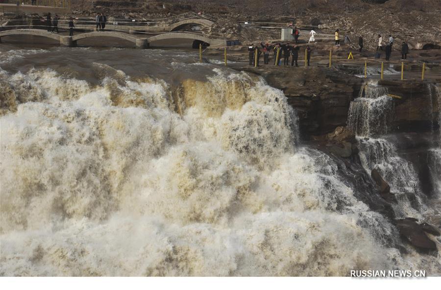 Весеннее увеличение стока воды на водопаде Хукоу