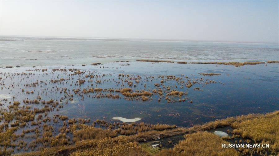 Таяние льда на озере Улансухай-Нур