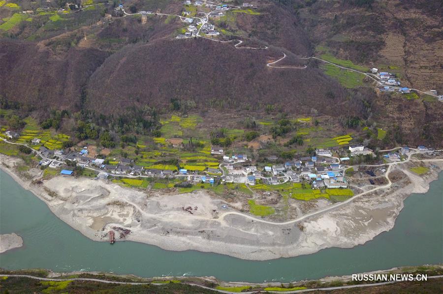 Весенние пейзажи реки Байлунцзян на северо-западе Китая
