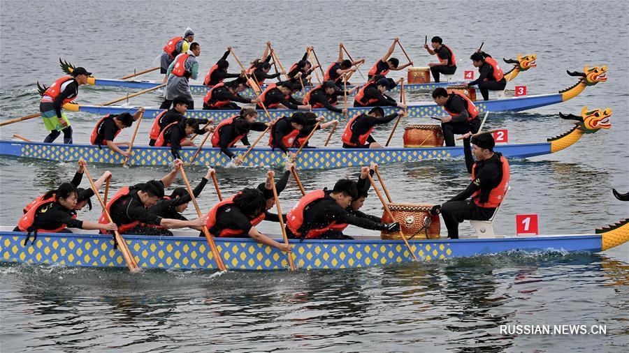 У островов Цзиньмэнь прошла регата на лодках-драконах среди вузов двух берегов Тайваньского пролива