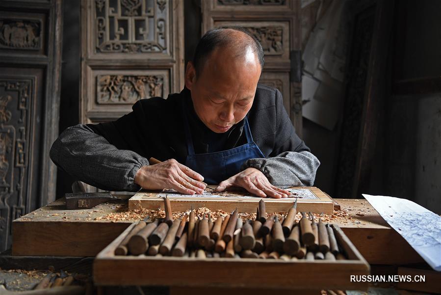 Юй Юхун -- хранитель искусства уюаньской деревянной резьбы