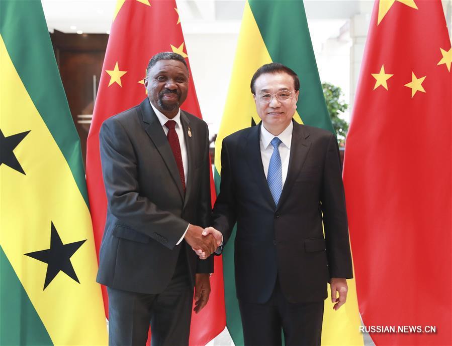 Ли Кэцян встретился с премьер-министром Сан-Томе и Принсипи Ж. Бомом Жезушем
