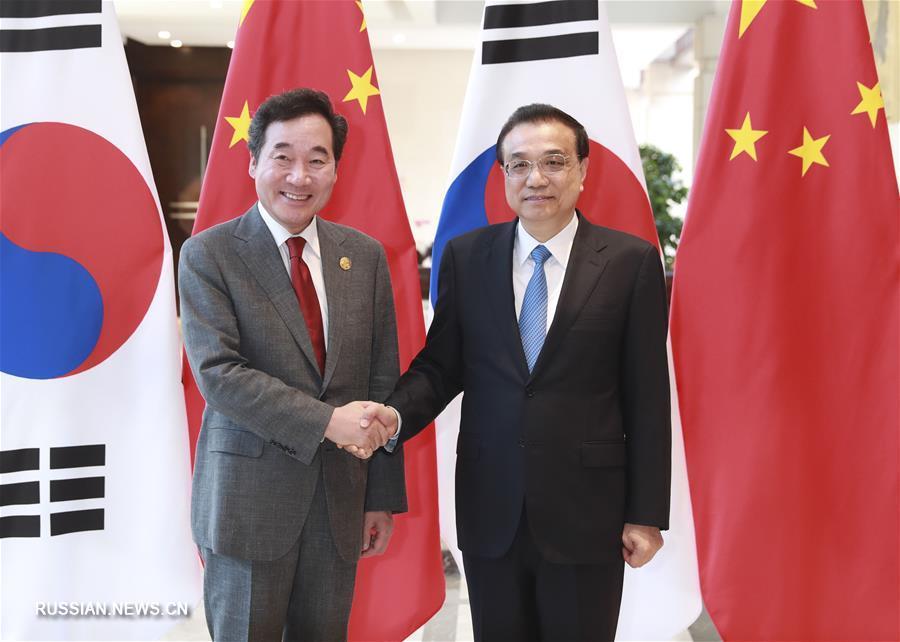 Ли Кэцян встретился в Боао с премьер-министром РК Ли Нак Еном