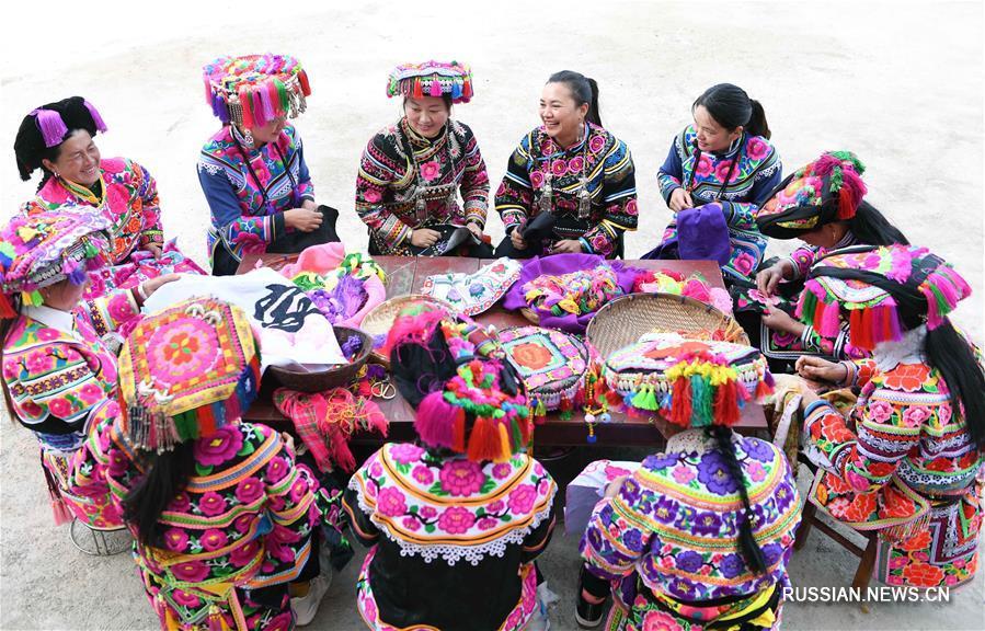Ли Чанчжэн -- хранительница искусства ийской национальной вышивки