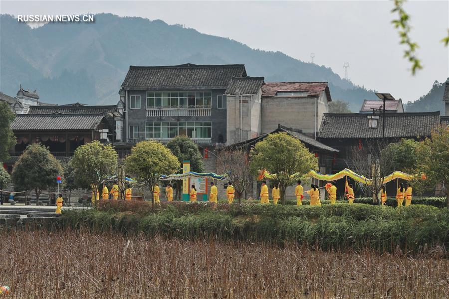 "Танец дракона ""Лунли"" из провинции Гуйчжоу"