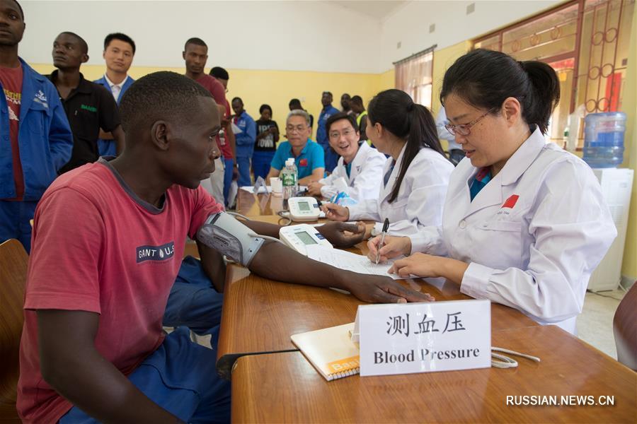 Работа китайских медиков в отдаленных районах Замбии