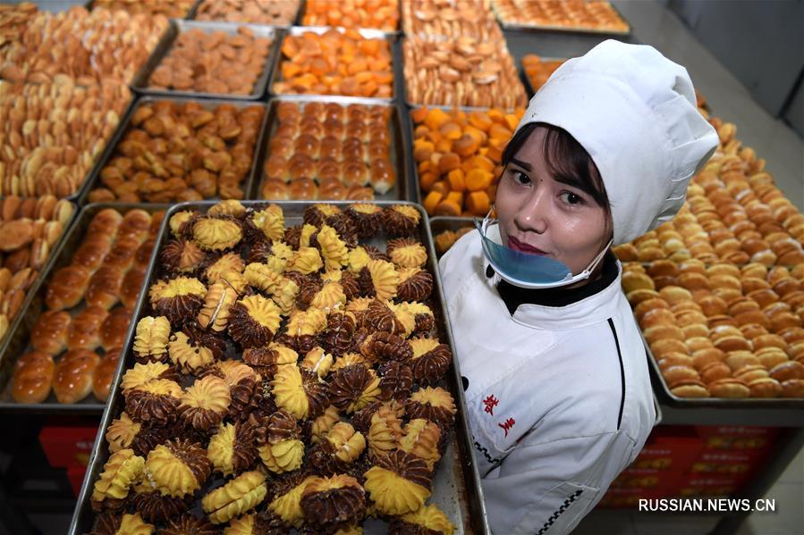 Производство кондитерских изделий как способ преодоления бедности в Синьцзяне