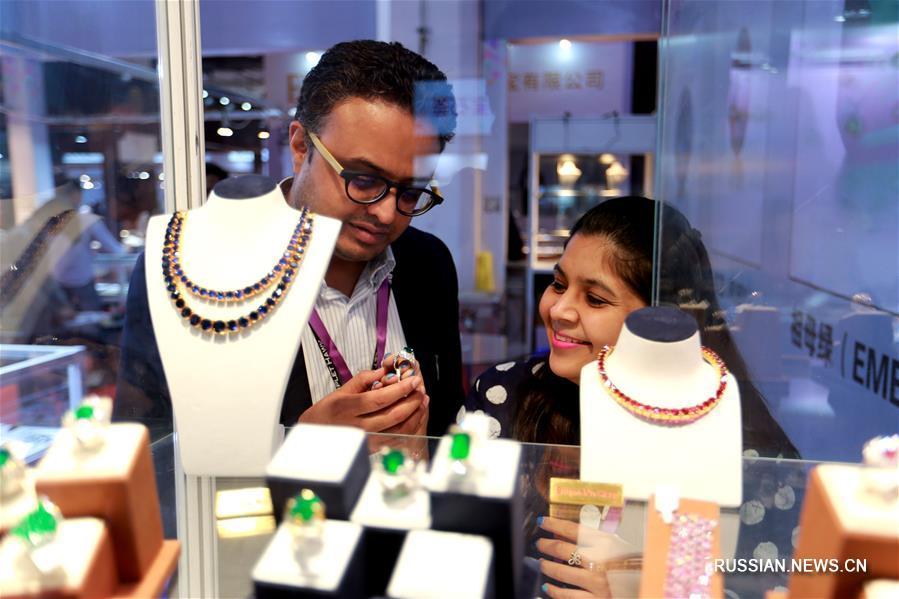 В Пекине открылась международная выставка ювелирного искусства