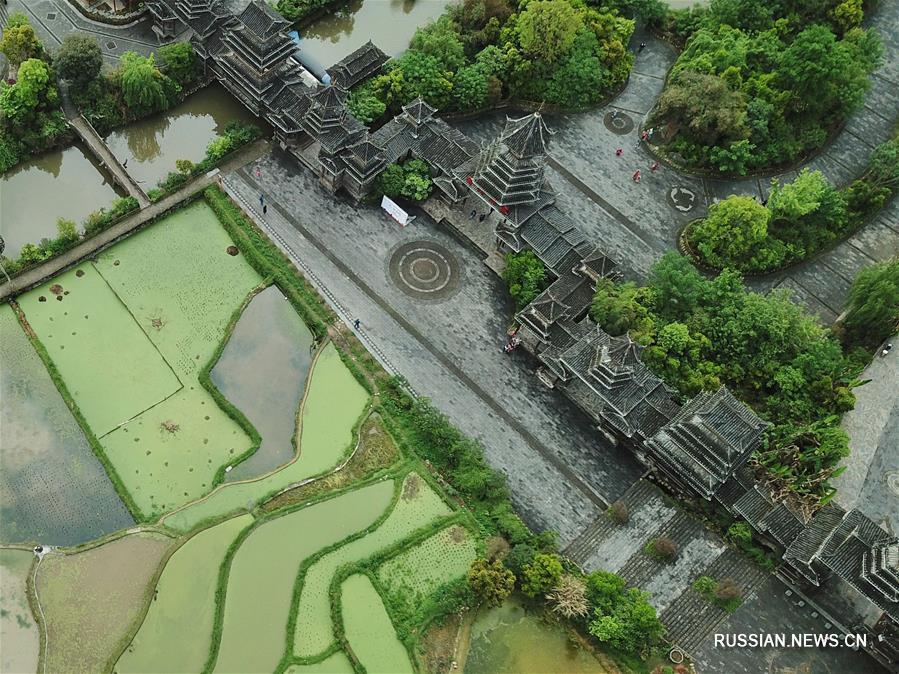 Весенний облик дунской деревни Чжаосин
