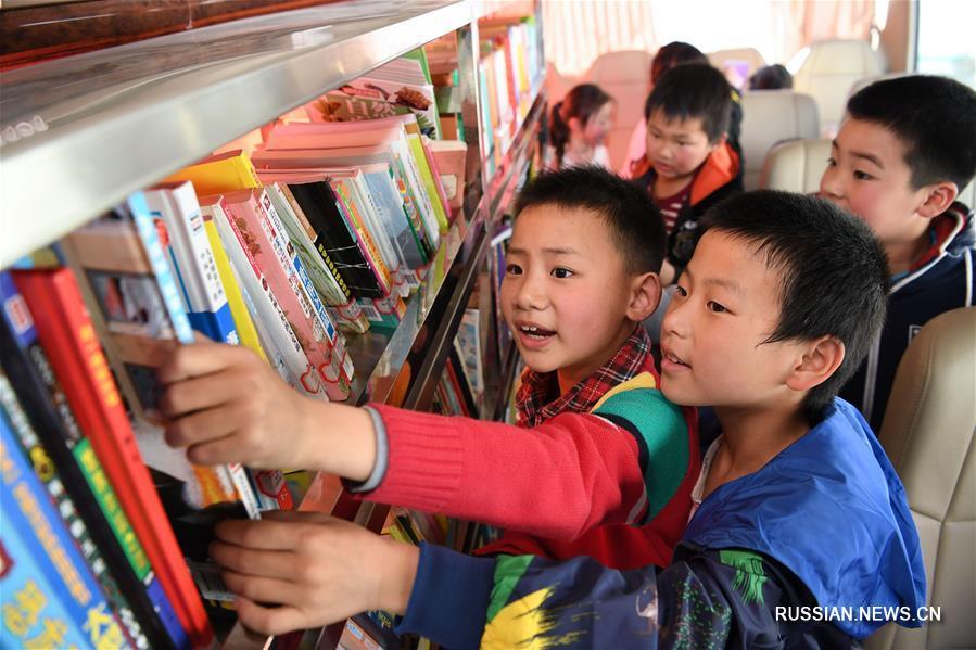 """""""Библиотека на колесах"""" для школьников из горных деревень провинции Аньхой"""