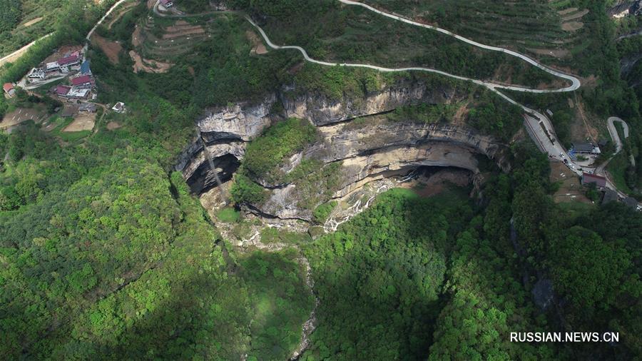 Карстовый провал в уезде Нинцян на северо-западе Китая