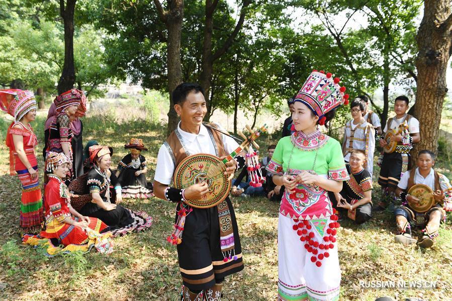 Большой фестиваль представителей различных народностей в уезде Яньшань