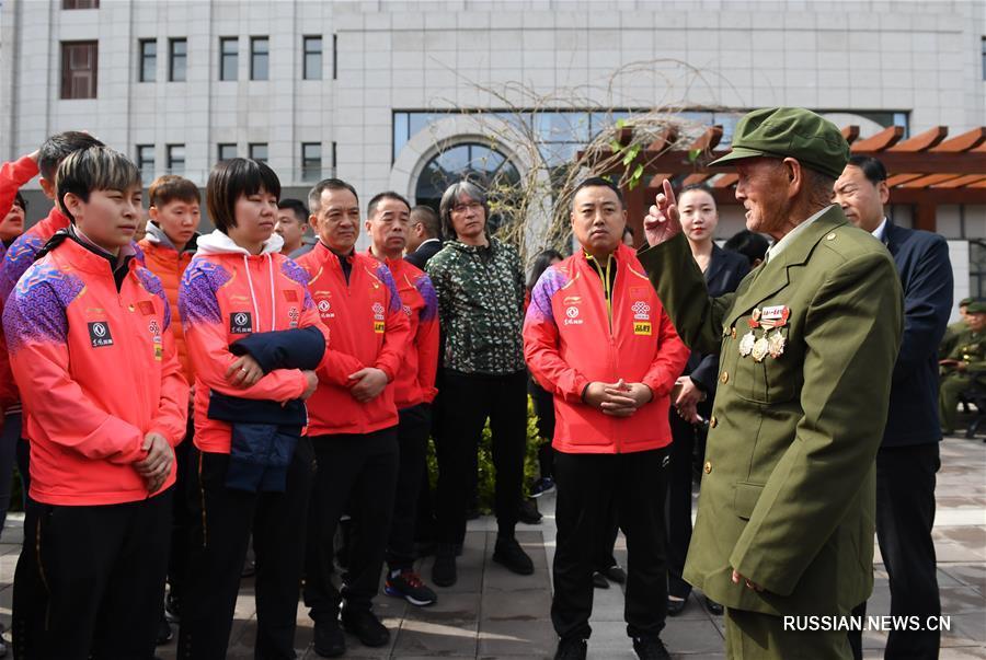 Китайская национальная сборная по настольному теннису посетила известную китайскую революционную святыню Яньань