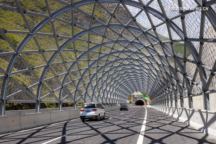 Открыто движение по новой автомагистрали в провинции Сычуань