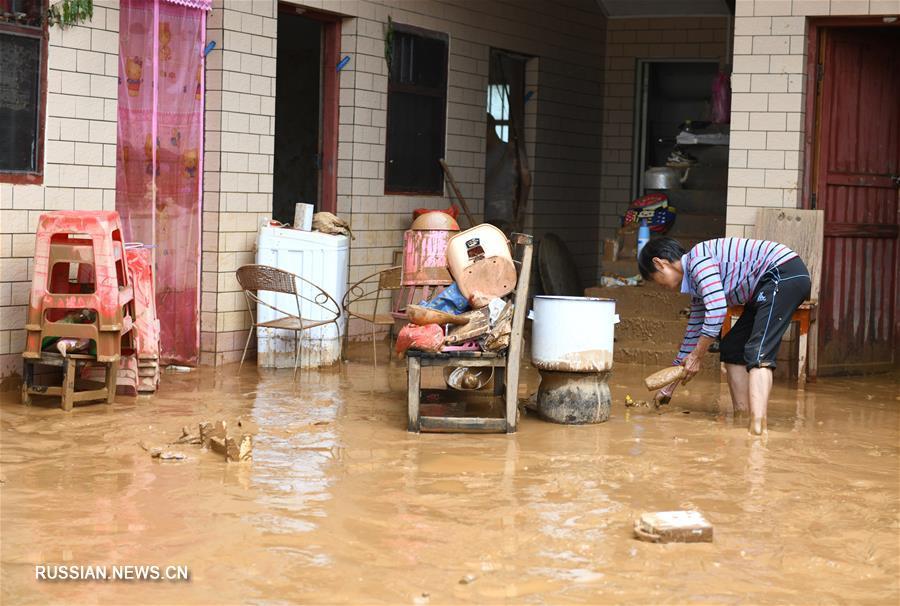 Семь человек погибли в результате ливней на юге Китая